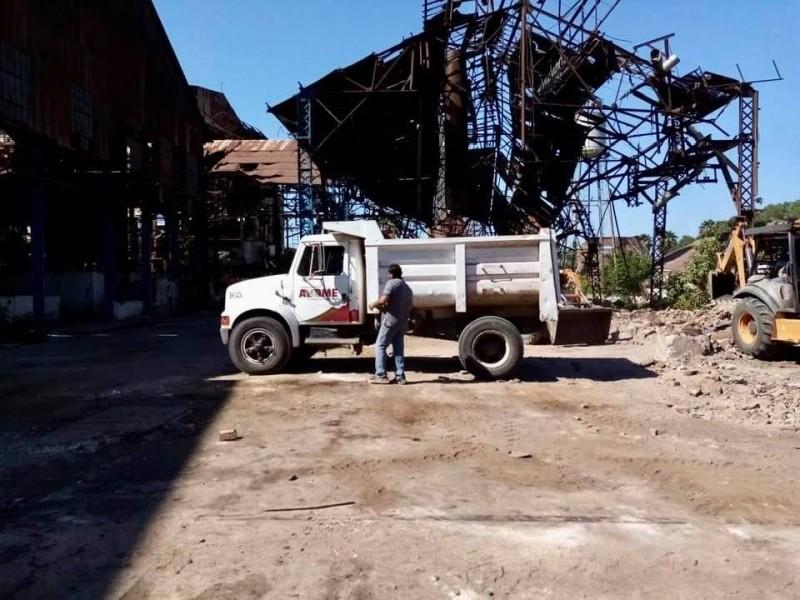 Ingresa maquinaria del Ayuntamiento al Ingenio Azucarero