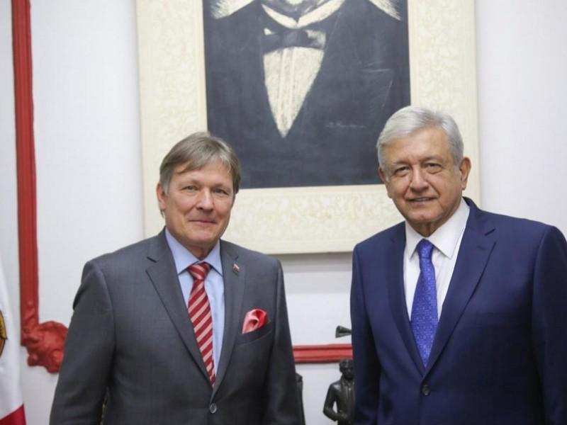 Inicia AMLO reunión con embajador ruso