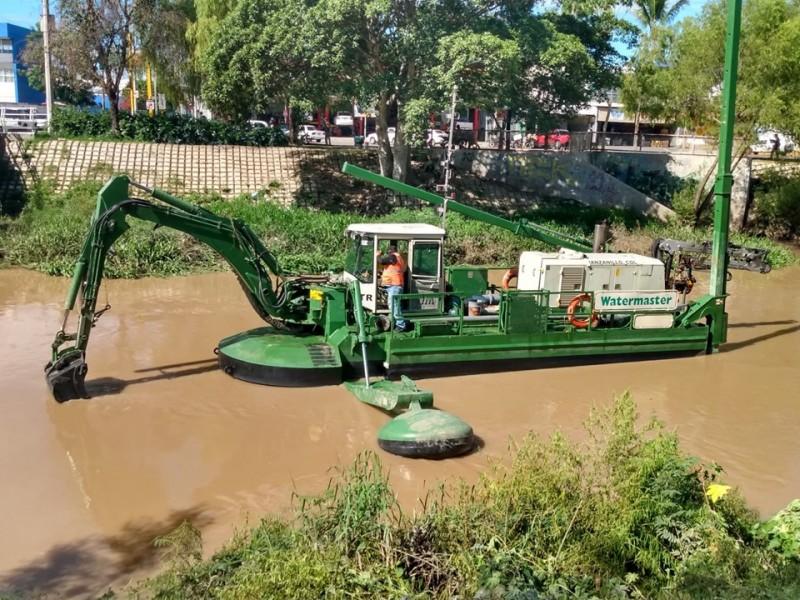 Inicia desazolve del río Mololoa