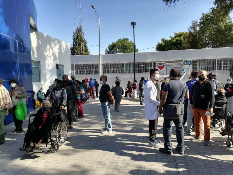 Inicia jornada de vacunación COVID en hospitales de la capital