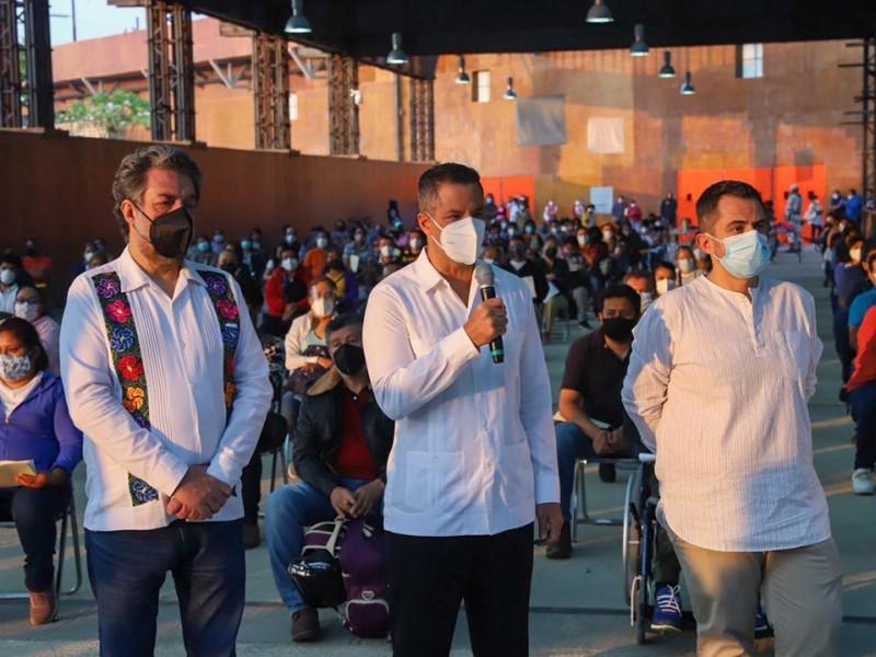 Inicia la vacunación del personal docente en Oaxaca