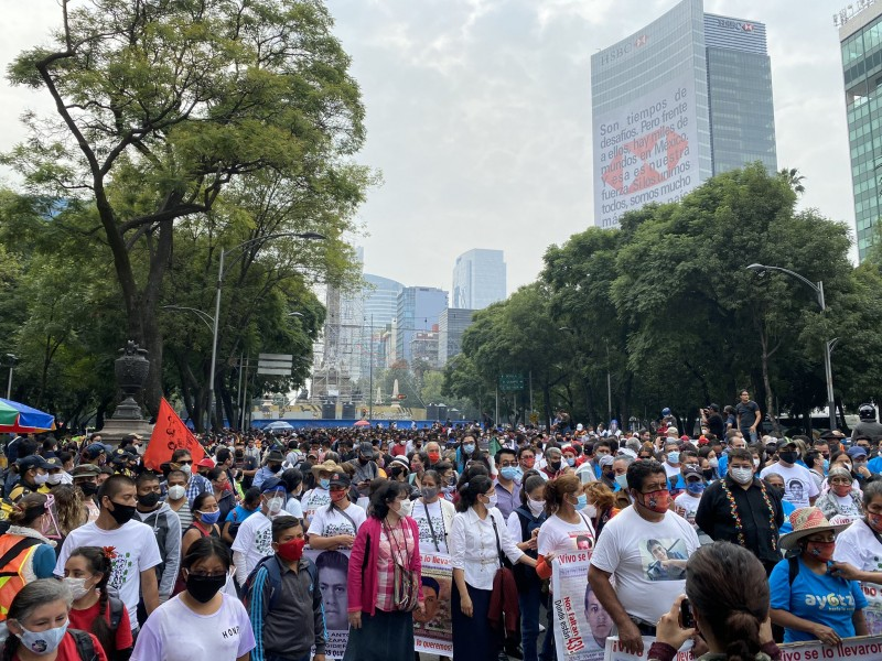 Inicia marcha en CDMX por seis años de Ayotzinapa
