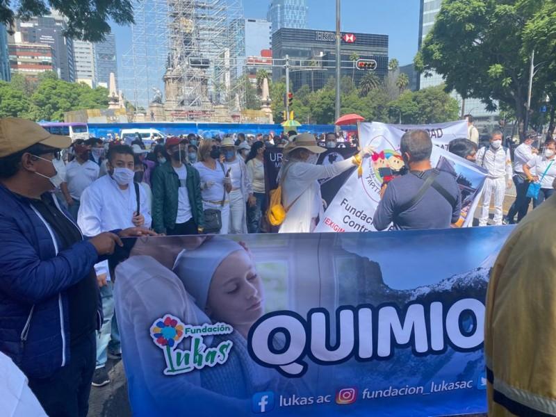Marchan en la Ciudad de México para exigir medicinas