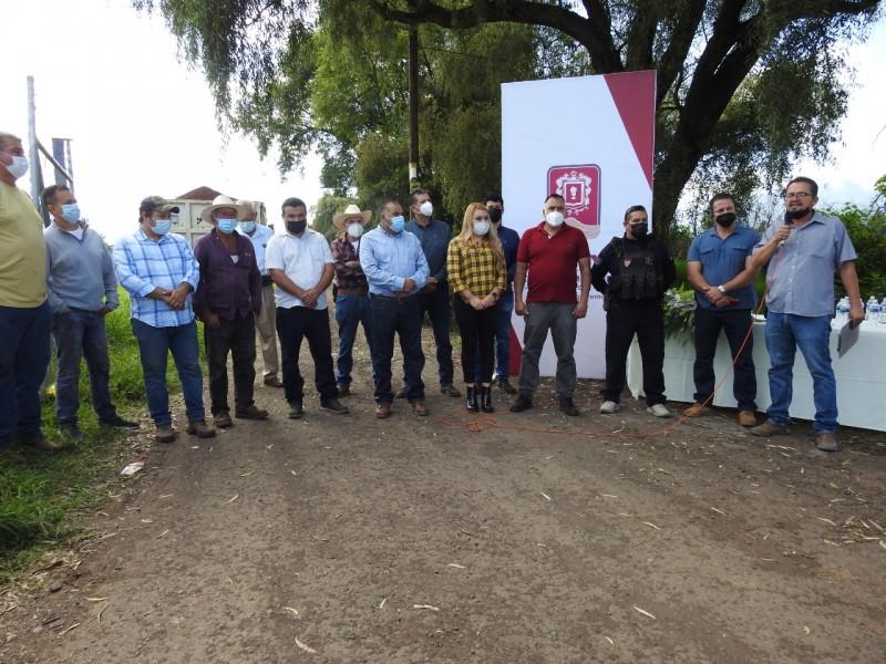 Inicia mejora de caminos saca cosechas en Jacona
