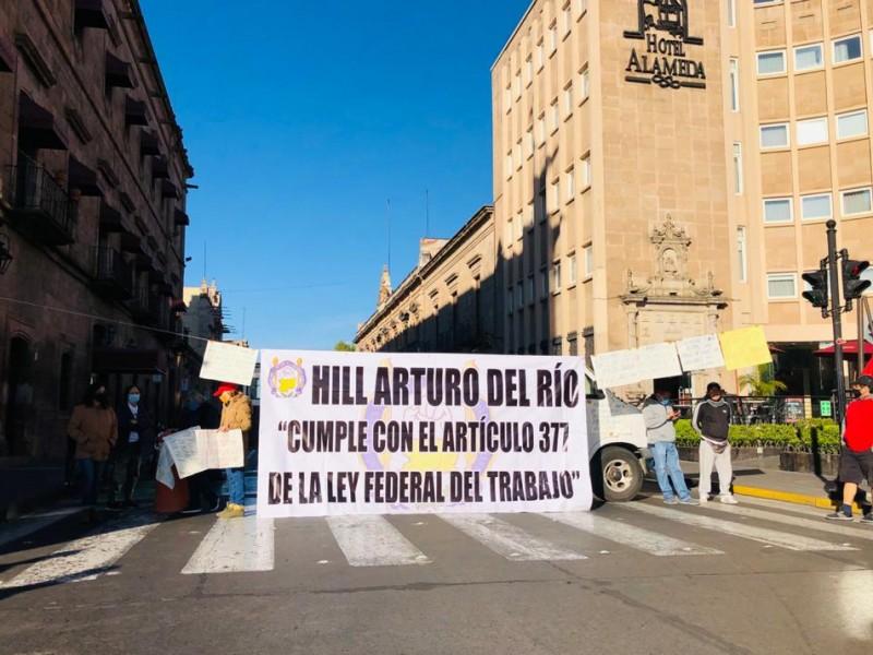 Inicia Sueum plantón en avenida Madero, en Morelia