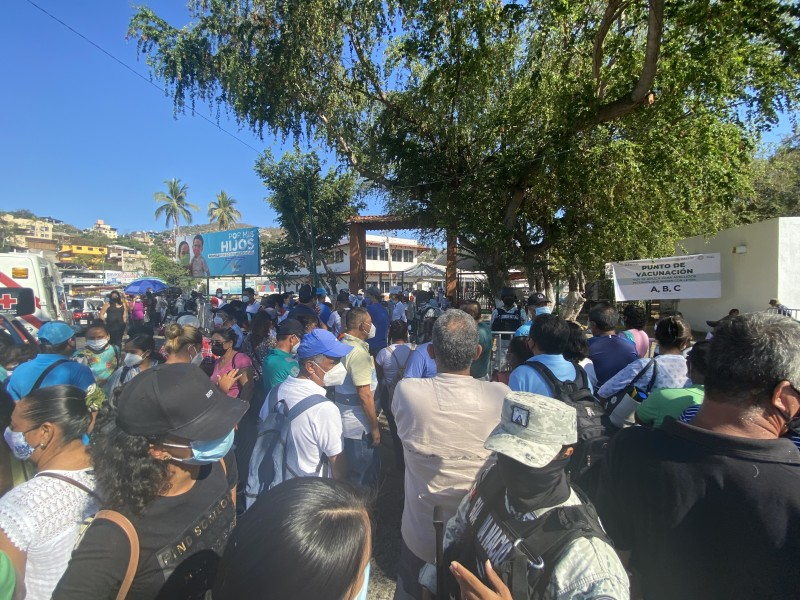 Inicia vacunación anticovid de 50 años y más en Zihuatanejo
