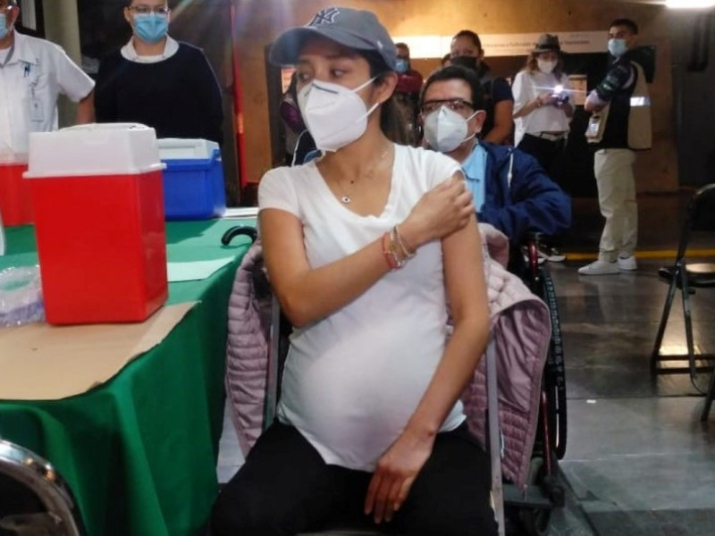 Inicia vacunación contra Covid-19 a embarazadas en CDMX