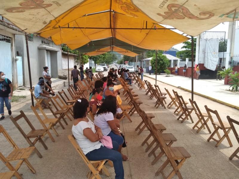 Inicia vacunación contra el Covid-19 en Tehuantepec; 40-49 años