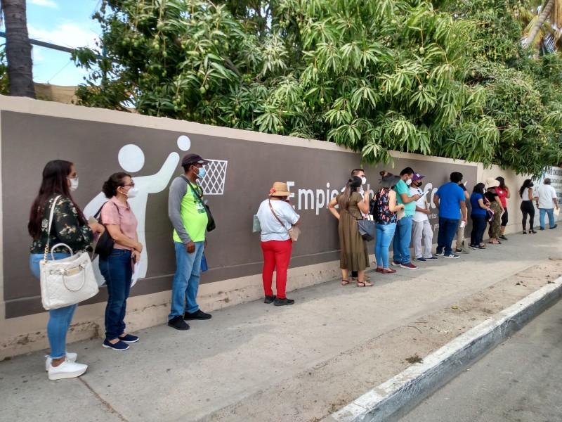 Inicia vacunación de maestros en Los Cabos