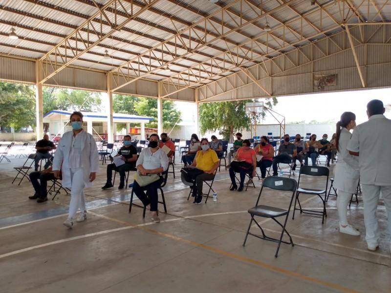Inicia vacunación de profesores en la zona centro-norte de Sinaloa
