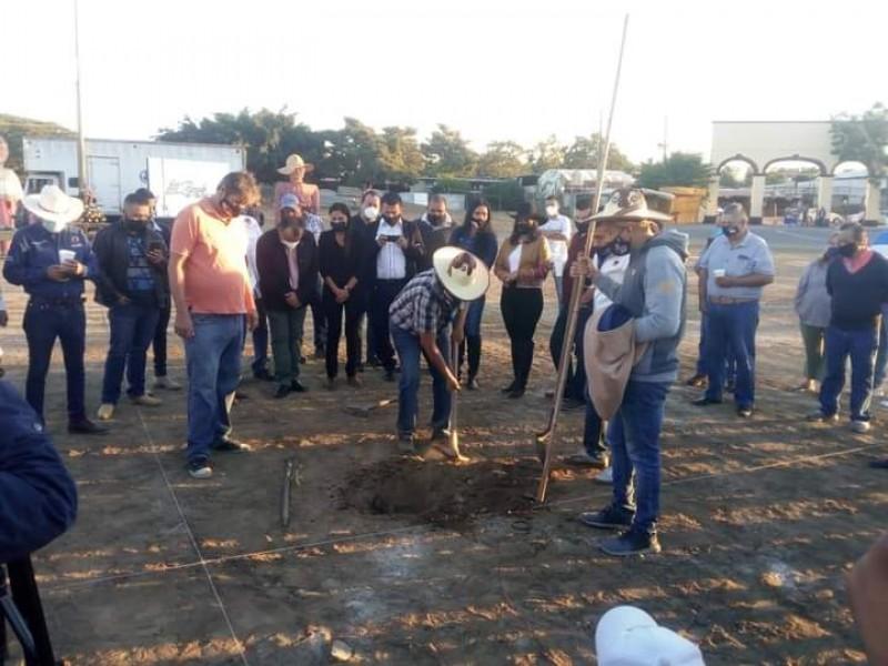 Inician construcción de la plaza de toros