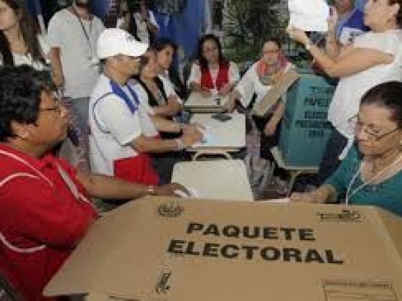 Inician elecciones presidenciales en El Salvador