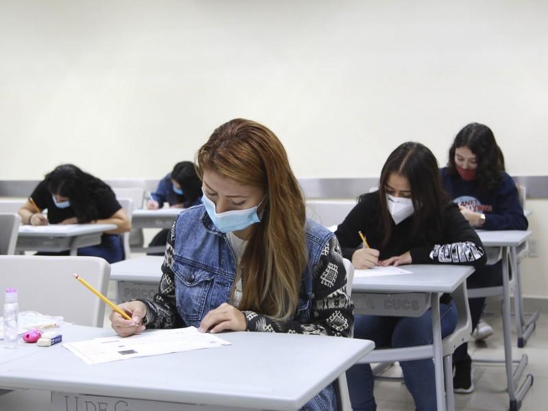 Inician exámenes de admisión a 73 licenciaturas de UdeG
