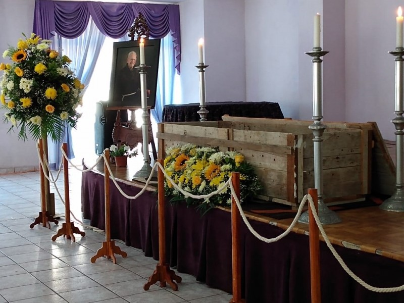 Inician funerales de Fray Ivo Tonek