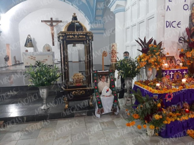 Inician preparativos para recibir las cenizas del obispo Arturo LonaReyes