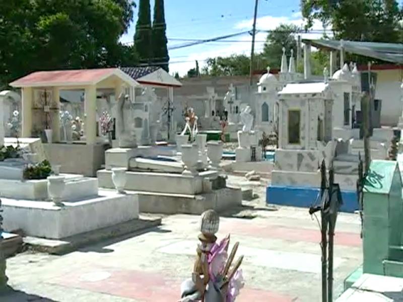 Iniciará reapertura de panteones en Puebla