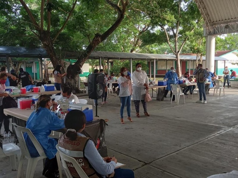 Iniciarán vacunación de 18 años en adelante en municipios serranos