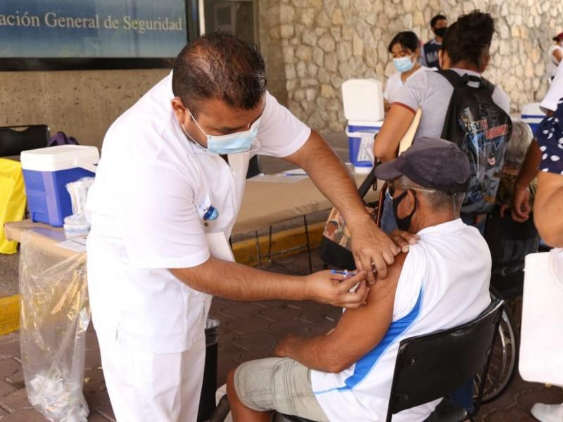 """Inició vacunación """"50 y más"""" en 23 municipios de Guerrero"""