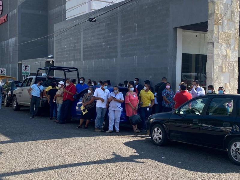 """Inmunizan a 70 trabajadores del Centro de Salud """"El Embalse"""""""