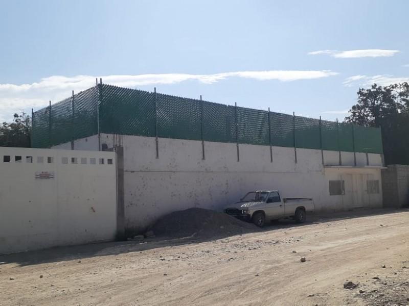Inspeccionan autoridades crematorio que genera humo en San Lorenzo