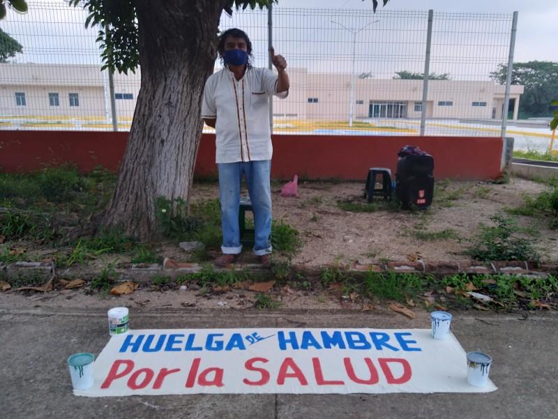 Instala El Galáctico huelga de hambre por la salud