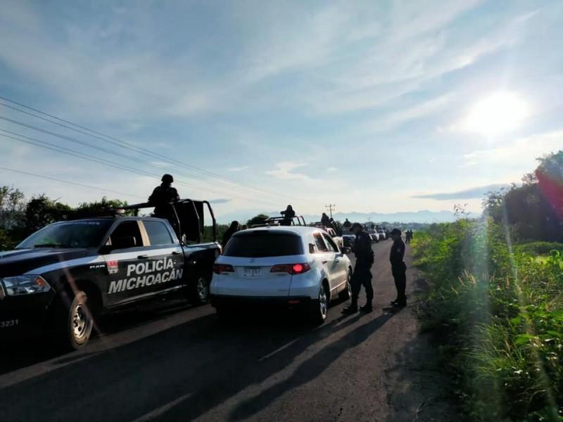 Instala Policía Michoacán filtros de revisión vehicular en Aguililla