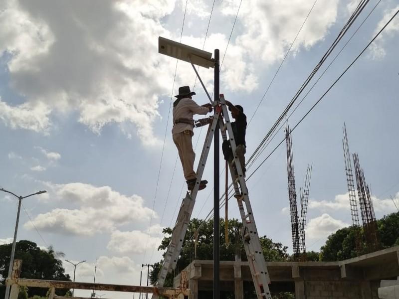 Instala SOP luminarias en Mapastepec y Huixtán