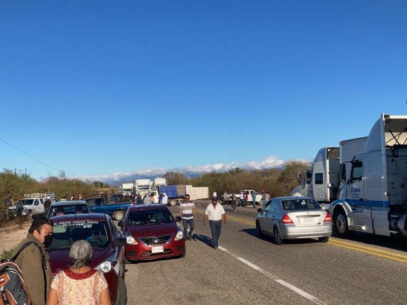 Instalan bloqueo carretero en la zona oriente del istmo