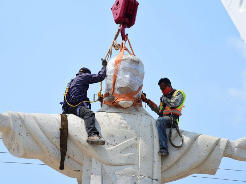 Instalan Cristo Redentor de 9 toneladas en Soconusco