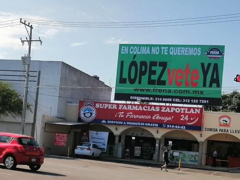 Instalan espectaculares contra visita de AMLO a Colima
