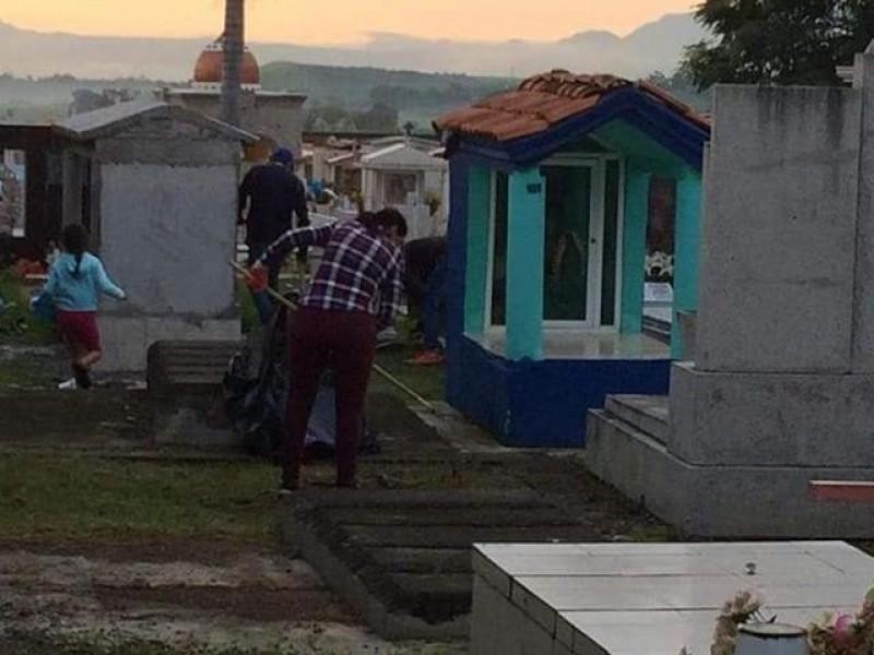 Instalan modulo de regularización de tumbas en Xalisco