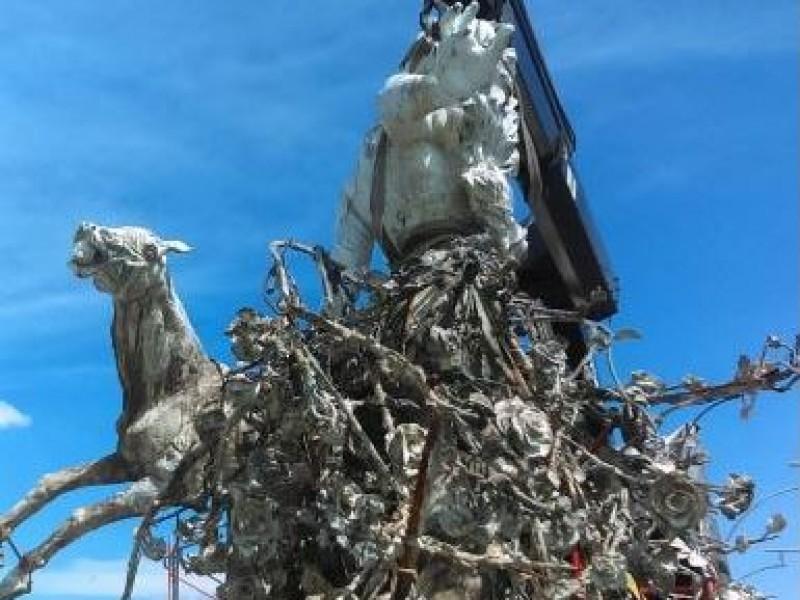 Instalan segunda de tres esculturas en Lázaro Cárdenas
