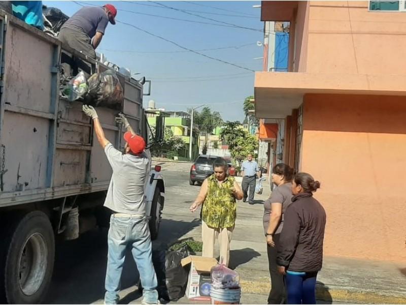 Instruyen sobre correcto manejo y entrega de los residuos sólidos