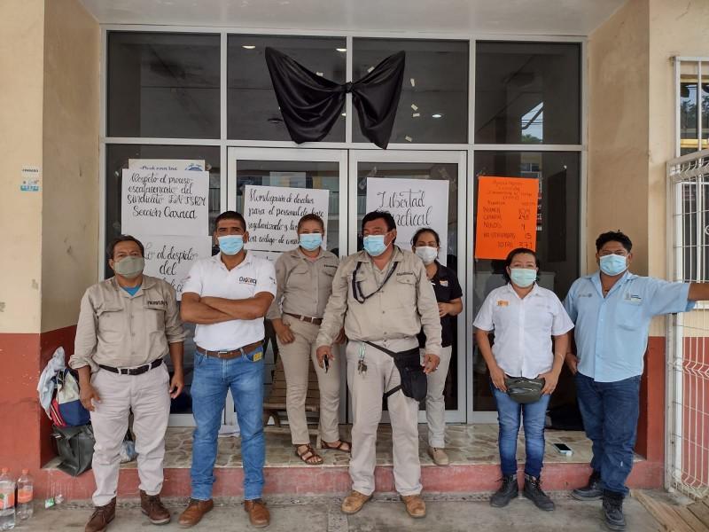 Integrantes del FNTSRM toman las instalaciones de la Jurisdicción Sanitaria
