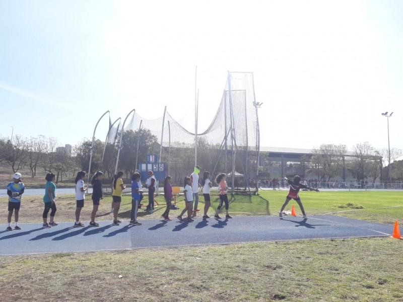 Intensa actividad de atletismo en el Parque Querétaro 2000