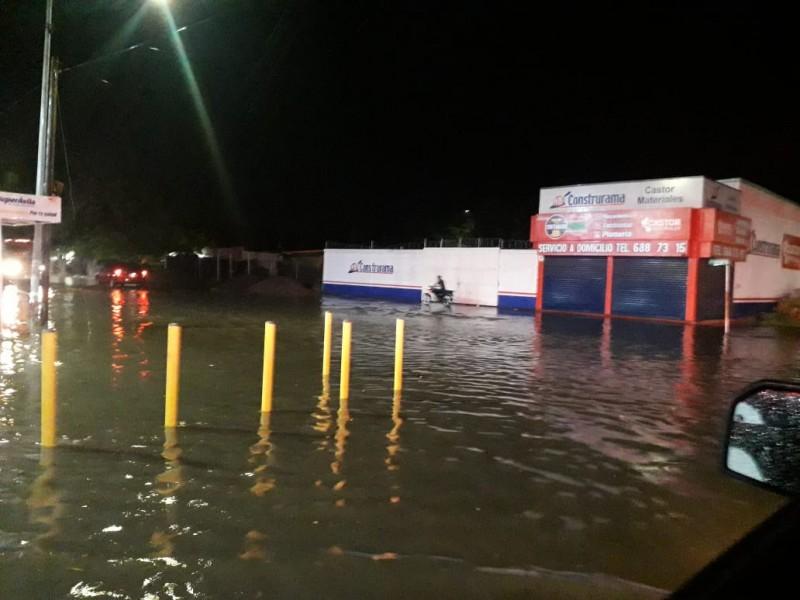Intensa lluvia inunda diversos sectores en Los Mochis y sindicaturas