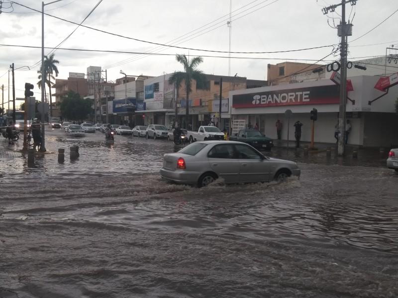 Intensa lluvia sorprende a Los Mochis