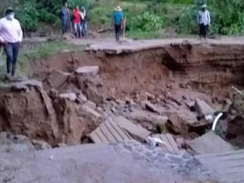 Intensas lluvias afectan tramos carreteros en Chiapas