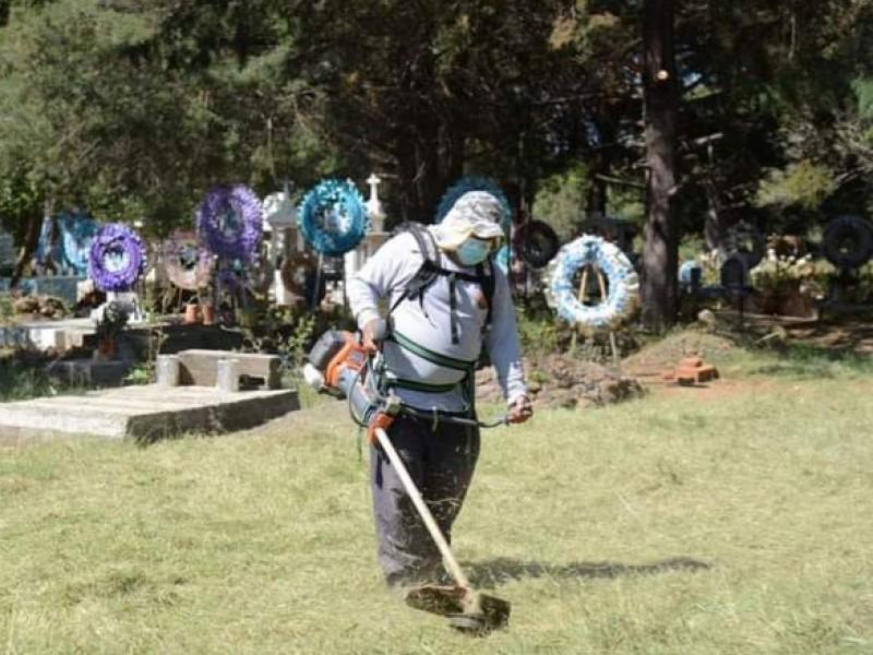 Intensifican trabajos de limpieza en panteones de Chilchota