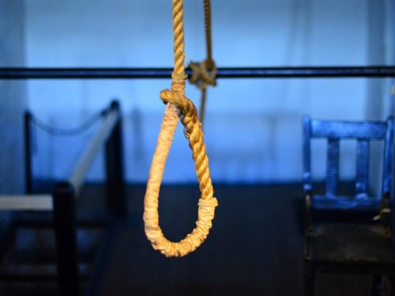 Intentan hombre suicidarse, su madre lo rescata