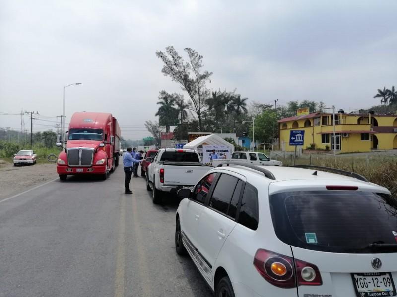 Intentan ingresar a Tuxpan pese a restricciones