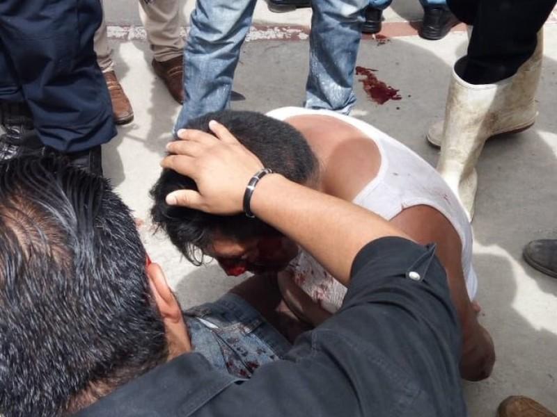 Pobladores linchan a un hombre en Metepec