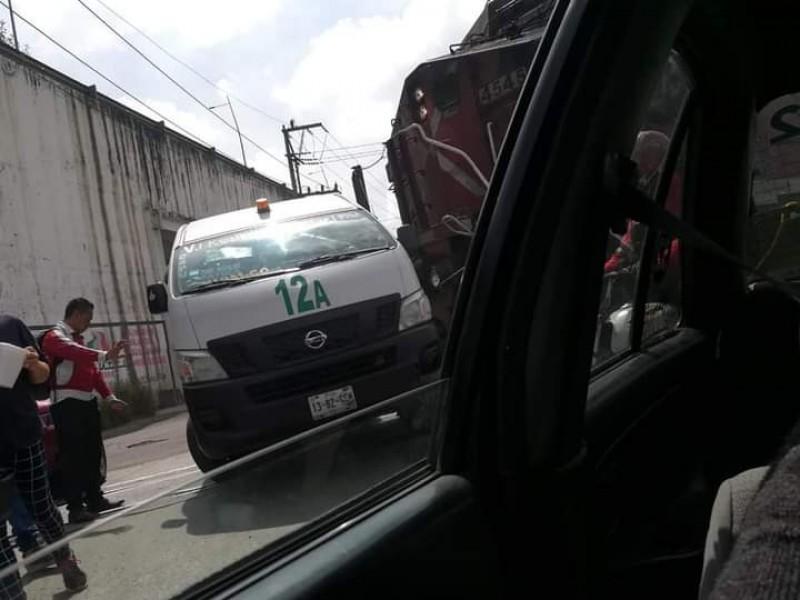 Intentó ganarle el paso al tren en San Pablo Xochimehuacan