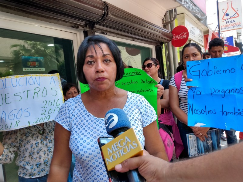 Interinos demandan pago de salarios del 2016 al 2019