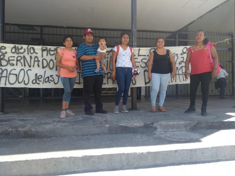 Interinos no descartan huelga de hambre