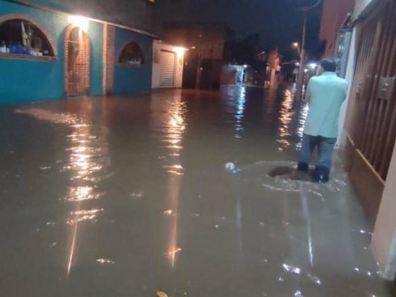 Inundación afecta decenas de viviendas en Xochimilco
