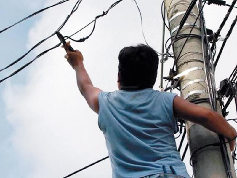 Investigan 32 casas por robo de energía eléctrica