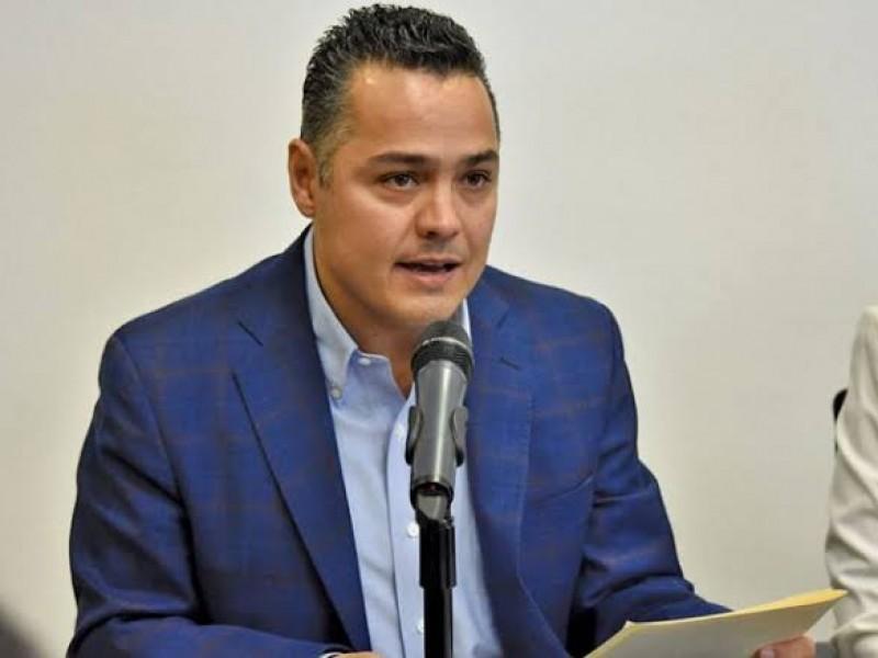 Investigan a ex alcalde interino por desvíar recursos