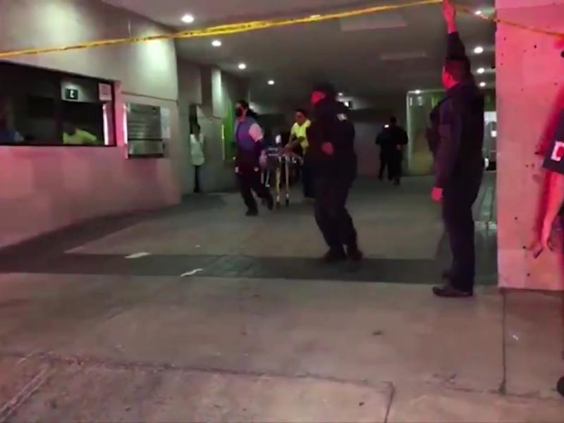 Investigan a policía estatal por muerte de mujer en motel