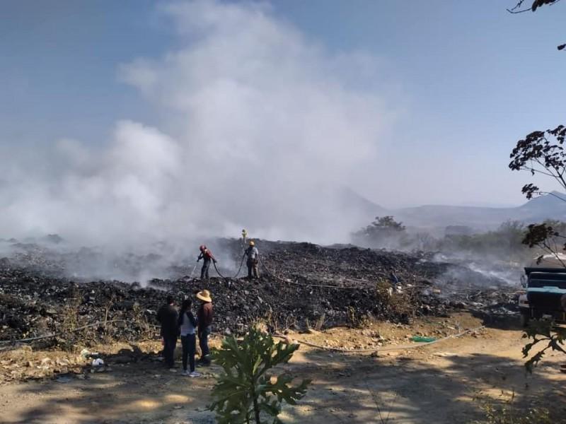 Investigan incendio en basurero de San Pedro Lagunillas